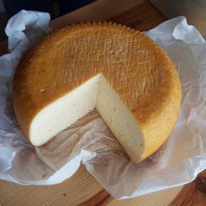 Füstölt fokhagymás sajt